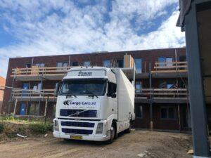 Vrachtwagen met portaallift